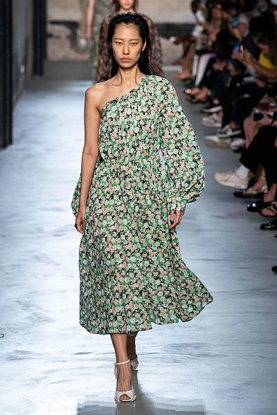 فستان ناعم بطبعات الورود من نوميرو فنتونو No.21