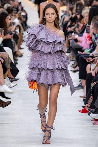 فستان قصير بالريش من فالنتينو Valentino