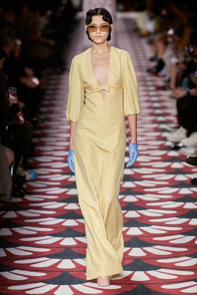 فستان سهرة باللون الأصفر الباهت من ميو ميو Miu Miu