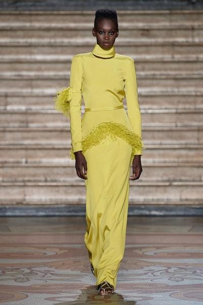 فستان سهرة باللون الأصفر من انطونيو غريمالدي Antonio Grimaldi