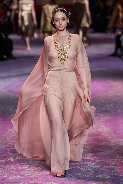فستان سهر بلون الباستيل من كريستيان ديور Christian Dior