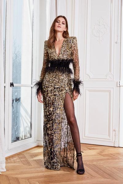 فستان سهرة فاخر باللون الذهبي مع تفاصيل الريش الاسود الراقي من زهير مراد Zuhair Murad