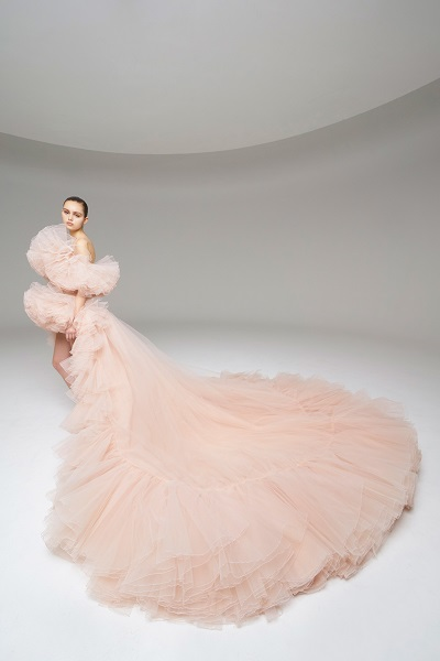 فستان سهرة من جمباتيستا فالي Giambattista Valli بلون الباستيل الناعم