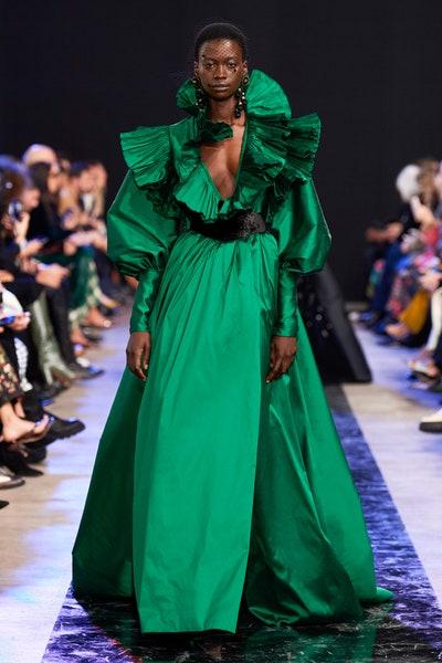 فستان سهرة من التفته الأخضر والكشاكش من إيلي صعب Elie Saab