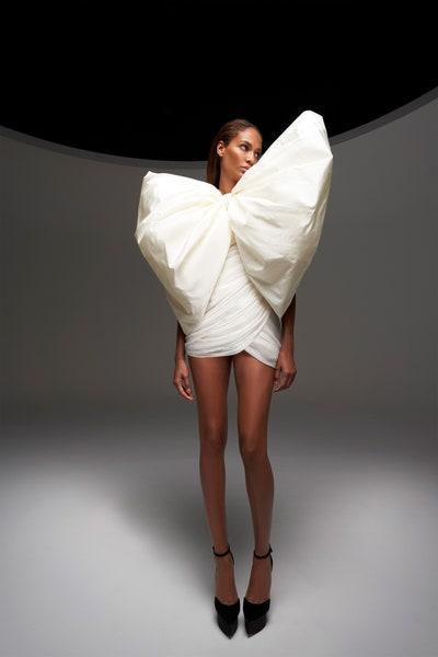 فستان سهرة قصير باللون الأبيض من جمباتيستا فالي Giambattista Valli