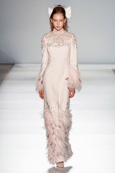 فستان سهرة ريش بلون الباستيل الوردي من رالف اند روسو Ralph&Russo