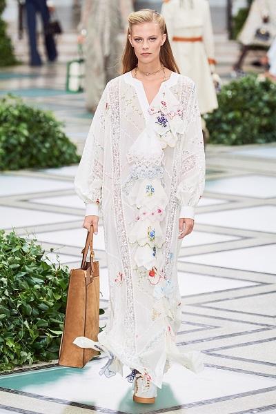 فستان طويل أبيض من توري بورتش Tory Burch