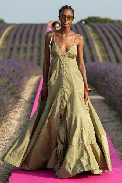 فستان طويل ربيعي من جاكموس Jaquemus