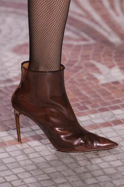 حذاء بوط شفاف باللون الني من جيفنشي Givenchy