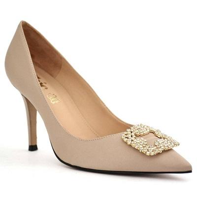 حذاء كعب رفيع نسائي من الساتان باللون البيج من شيك شوز