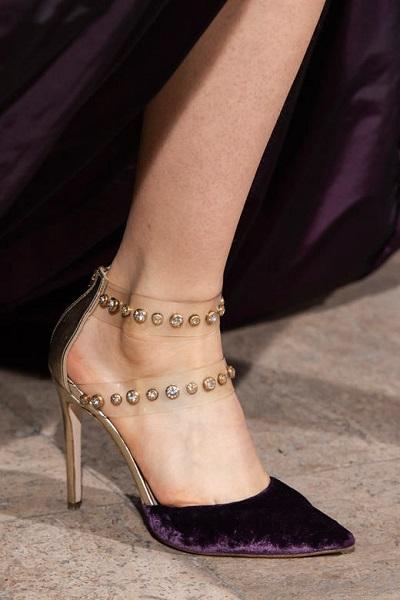 حذاء شفاف ممزوج بالمخمل من إيلي صعب Elie Saab