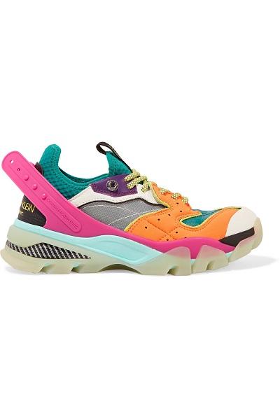 حذاء سنيكرز من كالفن كلين Calvin Klein للمرأة المرحة
