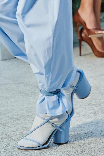 حذاء أزرق بكعب مربع من سلفاتوري فيراغامو Salvatore Ferragamo