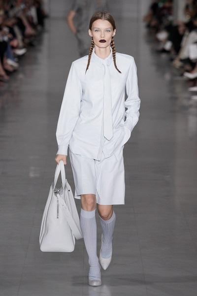 حقيبة كبيرة باللون الأبيض من ماكس مارا Max Mara