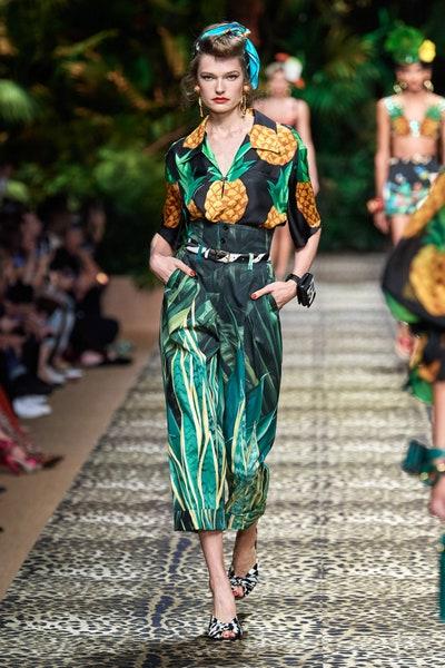 حقيبة مايكرو بتصميم سوار من الجلد وطبعات الفهد من دولتشي اند غابانا Dolce&Gabbana
