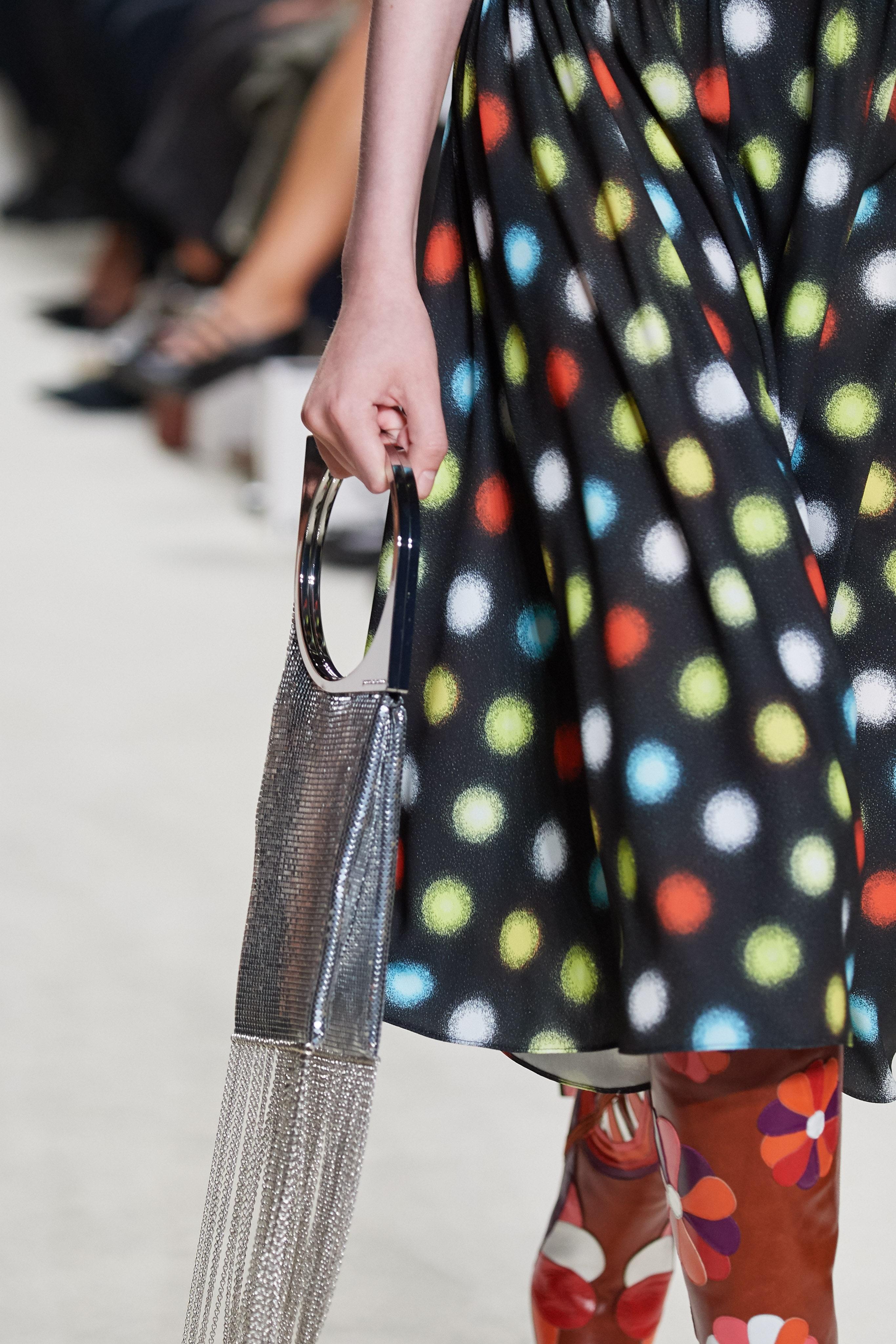 حقيبة يد ميتاليك بالشراريب الفضية من باكو رابان Paco Rabanne