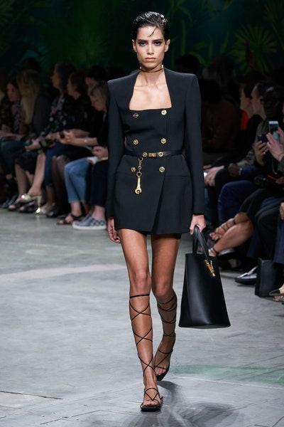 حزام مع سلسلة ذهبية من فرساتشي Versace