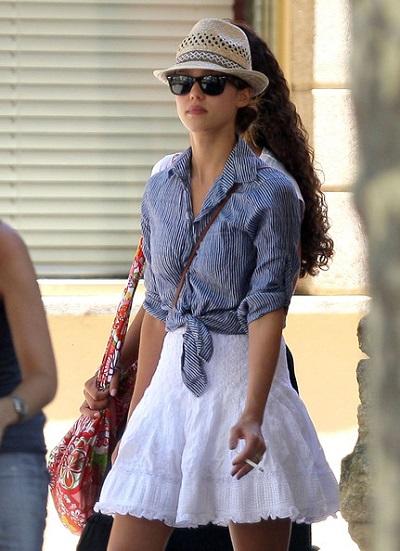 جيسيكا ألبا ترتدي قبعة من القش