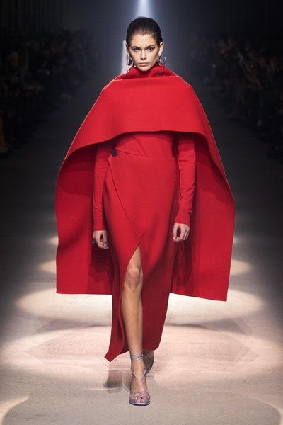 كاب باللون الأحمر من جيفنشي Givenchy