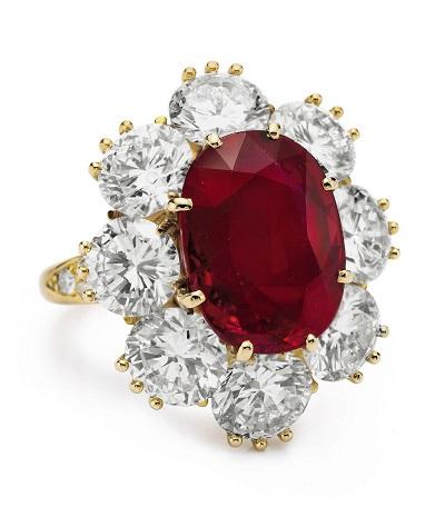 خاتم اليزابيث تايلور من الياقوت الأحمر من فان كليف اند أربيلز Van Cleef & Arpels