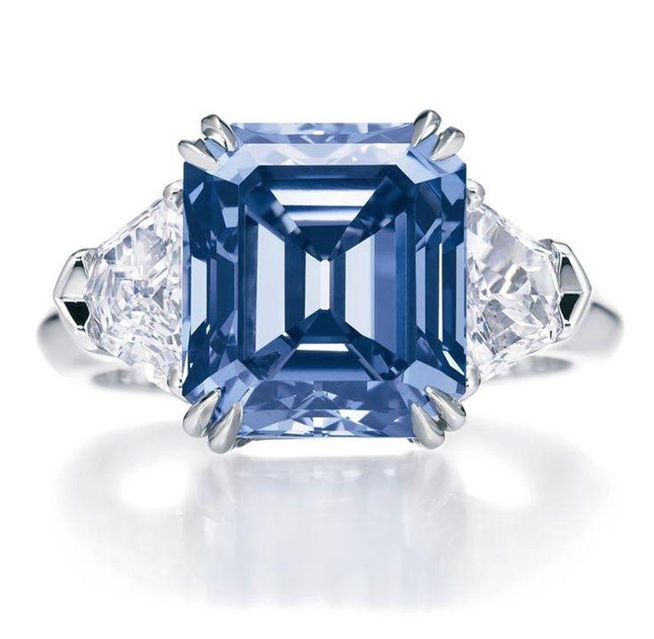 خاتم من الماس الأبيض والأزرق من هاري ونستن Harry Winston