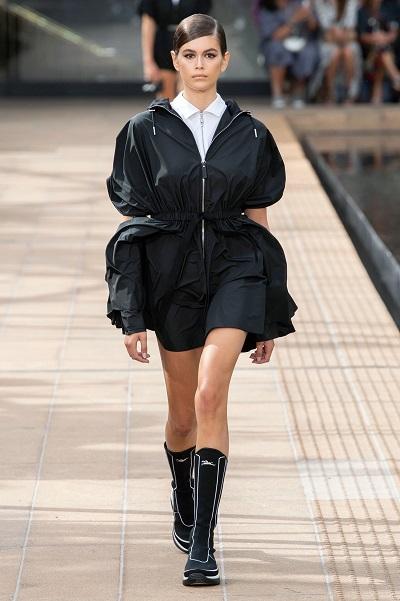 كايا جربر تفتتح عرض لونشان Longchamp