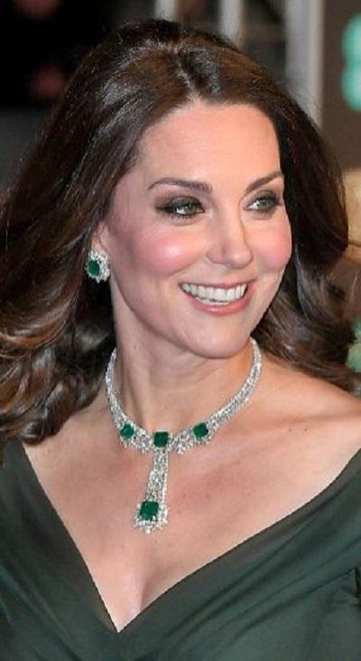 كيت ميدلتون متألّقة بطقم من الماس والزمرد