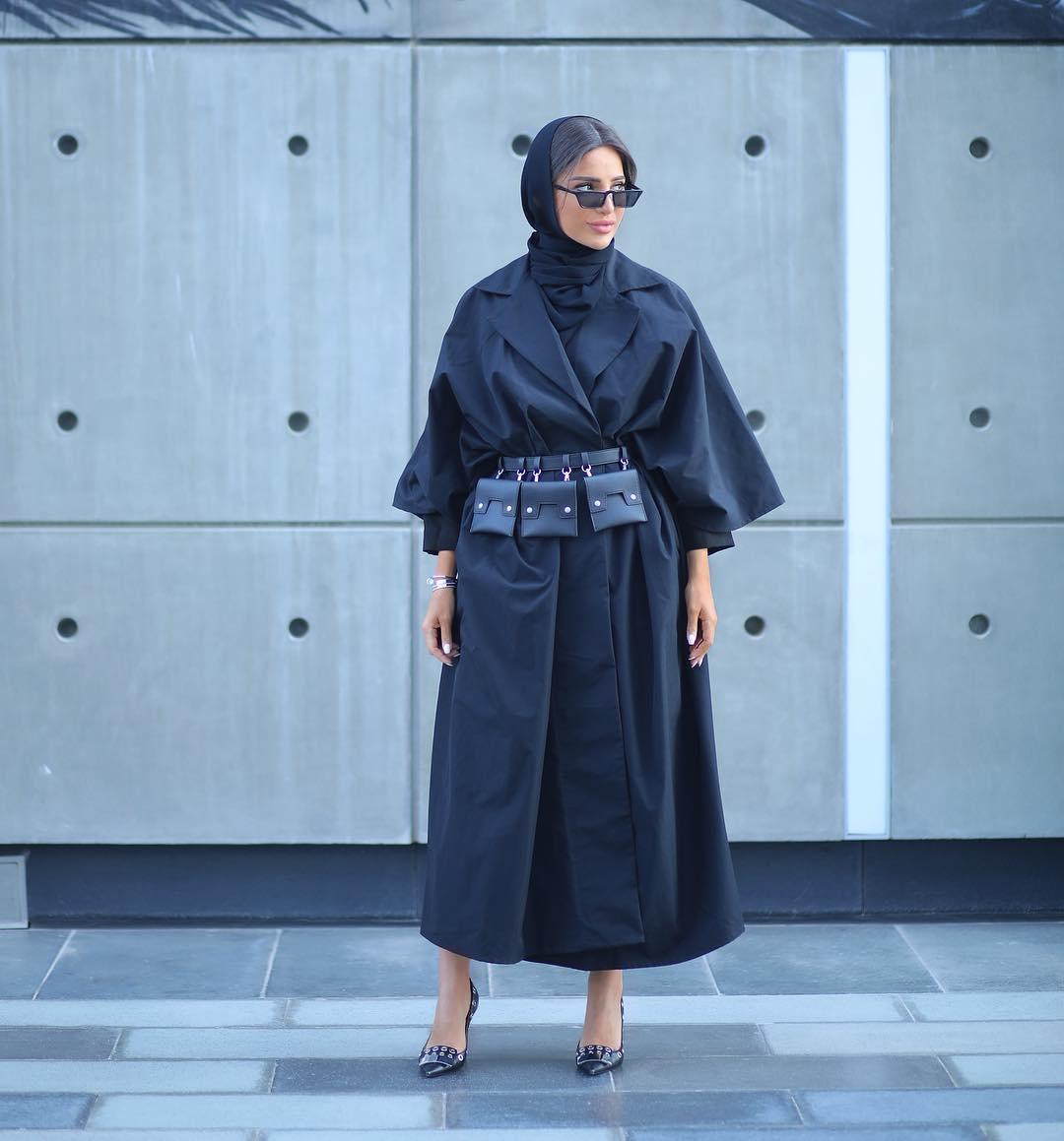 الفاشينيستا المحجبة فاطمة حسام اعنمدت نظارات شمسية عصرية
