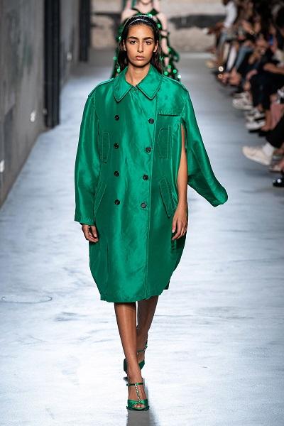 الأخضر على منصة نوميرو فنتونو No.21