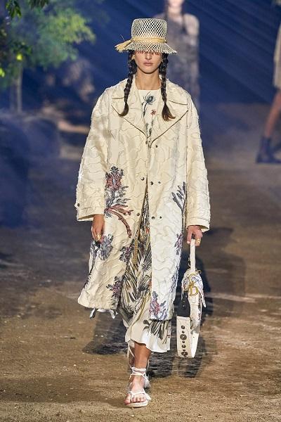 المعطف المطبع من كريستيان ديور Christian Dior
