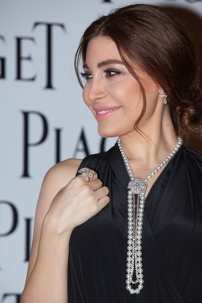 النجمة العربية يارا ترتدي قلادة من اللؤلؤ والماس من بياجيه Piaget
