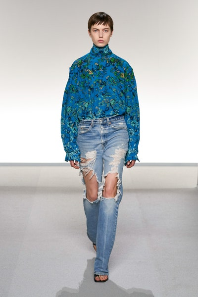 القميص مع بنطلون الدنيم من جيفينشي Givenchy