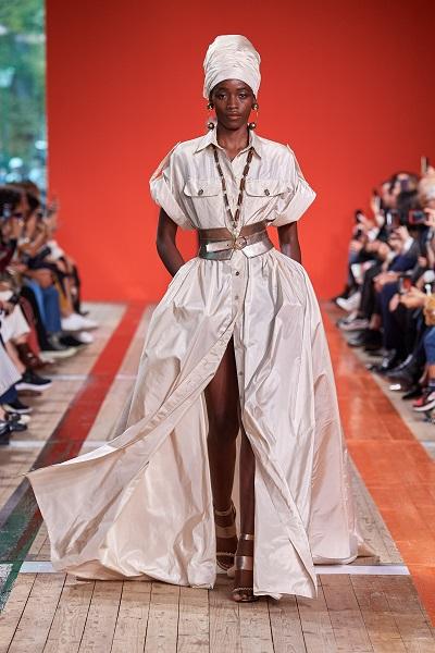 التوربان مع الفستان البيج من إيلي صعب Elie Saab