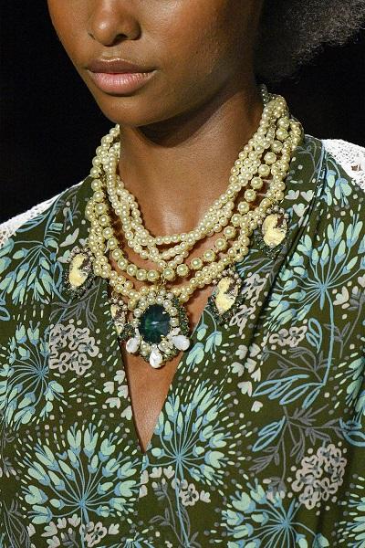 مجوهرات اللؤلؤ من آنا سوي Anna Sui