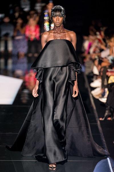 مجوهرات الشعر باللون الأسود على منصة سكياباريلي Schiaparelli
