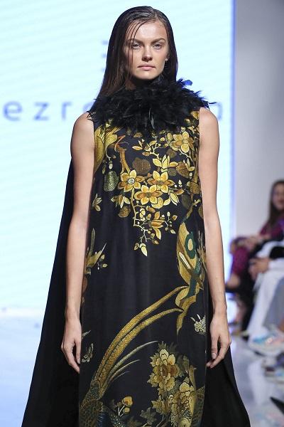من مجموعة إيزرا توبا خلال اسبوع الموضة العربي 2