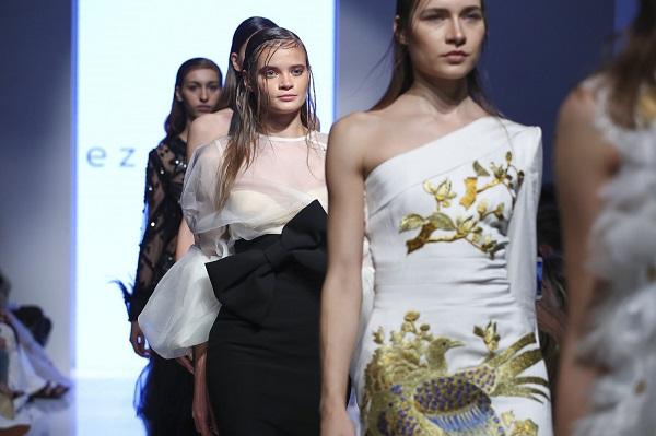 من مجموعة إيزرا توبا خلال اسبوع الموضة العربي