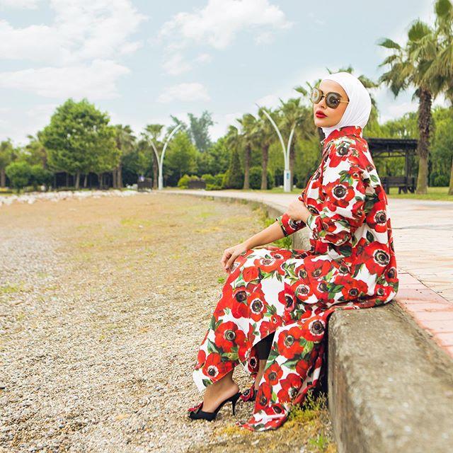 مريم محمد اختارات نظارات ضخمة عصرية مع حجابها