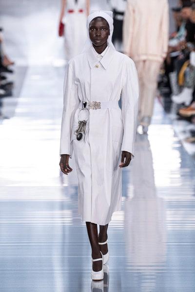 معطف باللون الأبيض من ميزون مارجيلا Maison Margiela