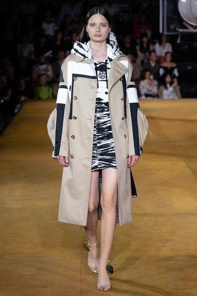 معطف ترنشكوت عصري متعدد الألوان من بربري Burberry