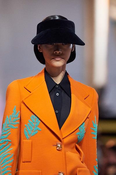 موضة القبعات من برادا Prada