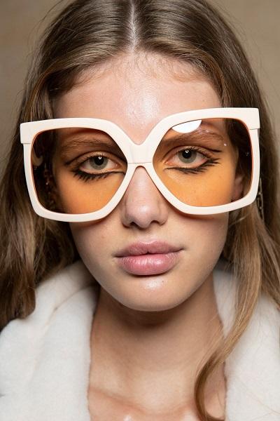 نظارات شمسية بيضاء مربعة من رالف اند روسو Ralph&Russo