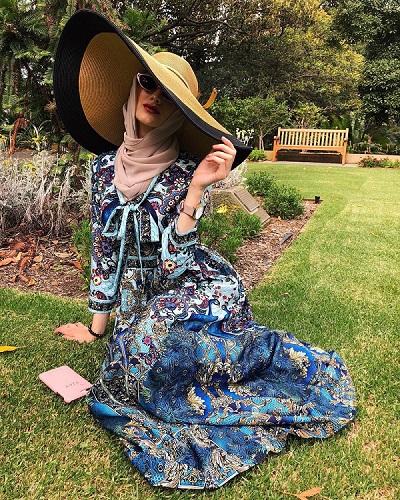 قبعة كبيرة مع الحجاب على طريقة الفاشينيستا ياسمين