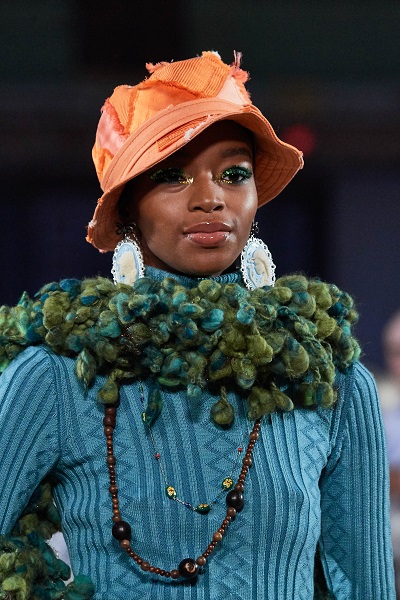 قبعة الدلو من عرض مارك جايكوبس Marc Jacobs