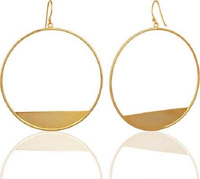 اقراط باللون الذهبي بتصميم اطواق متدلية من سابيافي