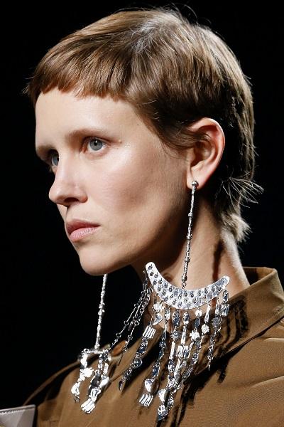 أقراط متدلية من جيفنشي Givenchy
