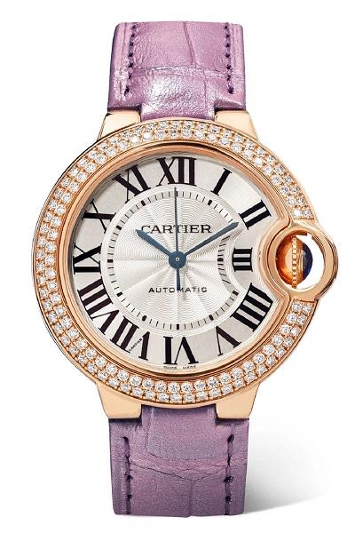 ساعة باللون الوردي من كارتييه Cartier