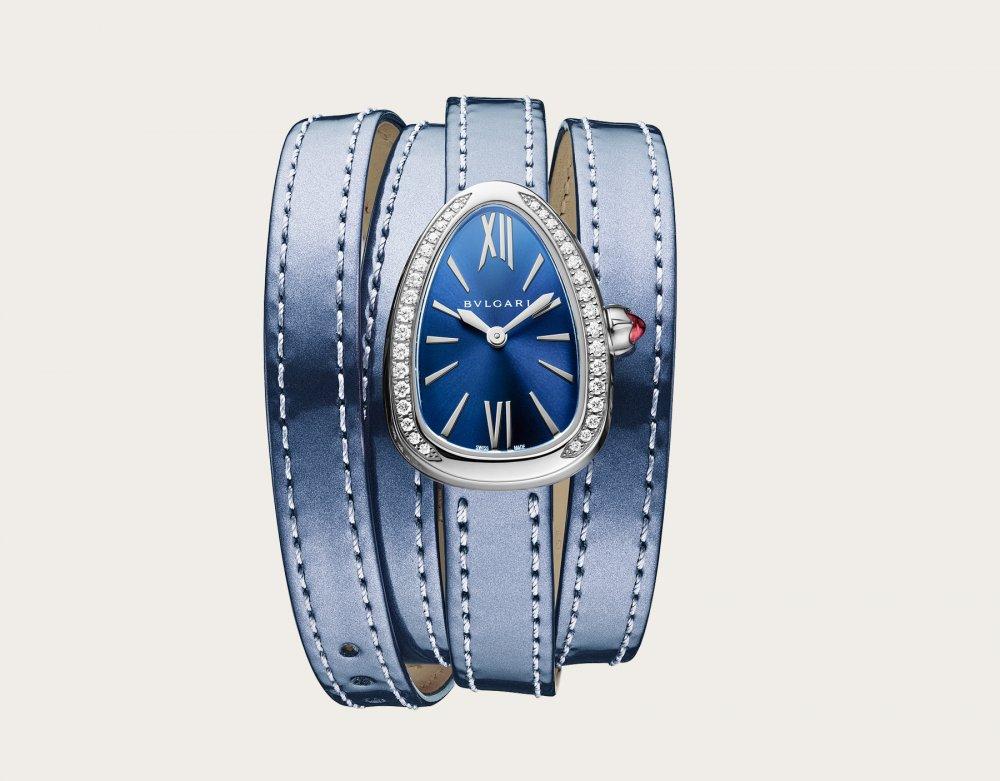 ساعة نسائية من الجلد الأزرق من بولغاري Bvlgari