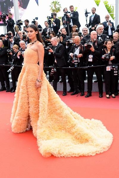 سارة سامبايو Sara Sampaio ترتدي مجوهرات من بوشرون Boucheron