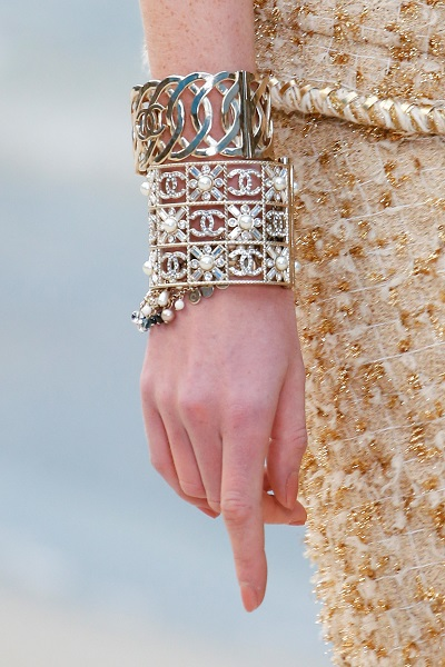 أساور ذهبية من شانيل Chanel